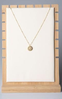 Golden pendant with zirconia